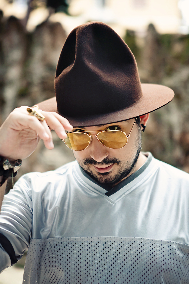 headict, fashion blogger uomo, fashion blogger uomo roma, fashion blogger roma, happy hat, mountain hat, pharrell hat, grammy hat, cappello happy, cappello pharrell, cappello grammy, vivienne westwood, malcom mclaren, nostalgia of mud, world's end, outfit, outfit of the day