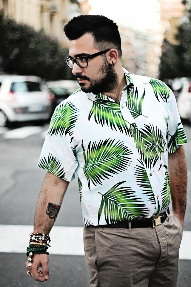fashion blogger uomo, fashion blogger roma, guy overboard, men fashion, men outfit, fashion blogger outfit, night candy, handsome me, palm shirt, camicia palme, shorts, lucio vanotti, sneakers, thoms nicoll