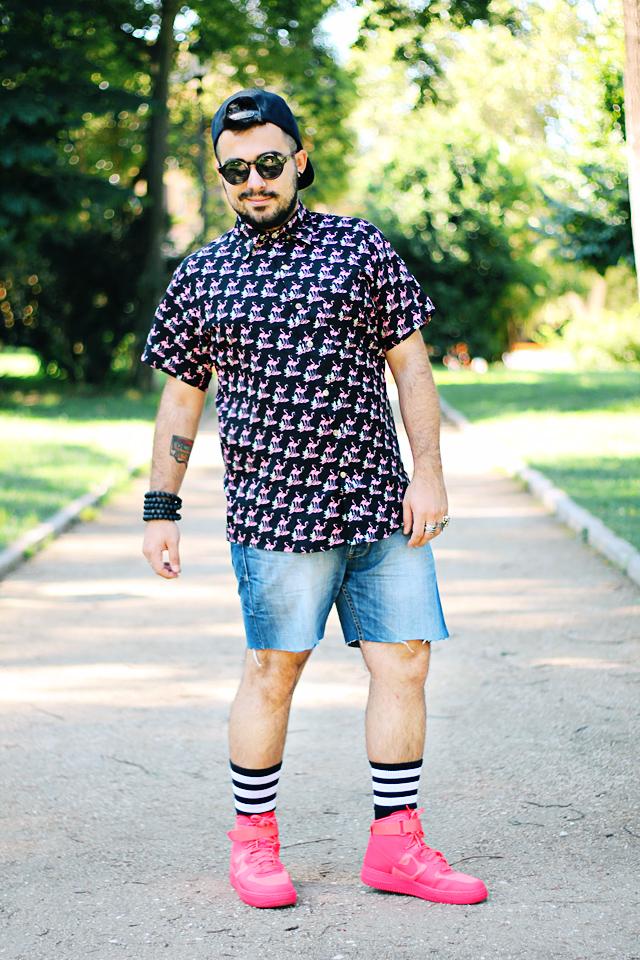 fashion blogger uomo, fashion blogger roma, guy overboard, men fashion, men outfit, fashion blogger outfit, night candy, handsome me, flamingo shirt, camicia fenicotteri, california, los angeles, cutted shorts, shorts tagliati, pantaloncini jeans, pantaloncini denim, nike air force 1 hyperfuse