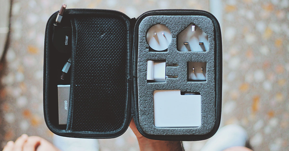 olixar, power up kit, travel case, travel adapter USB, portable charger, lightning micro usb charge