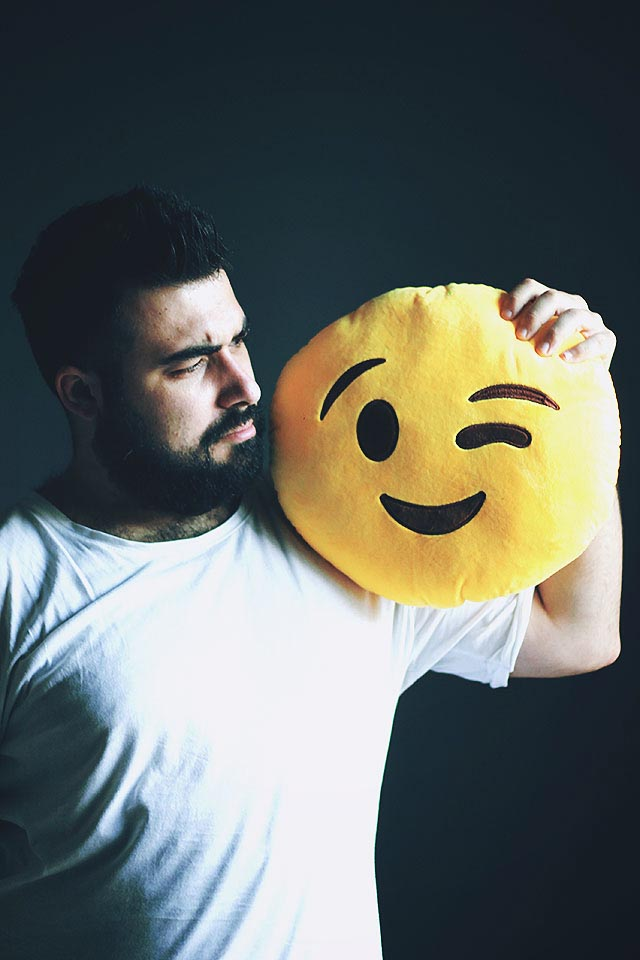 cuscino emoji emoticon occhiolino, emoji wink pillow plush