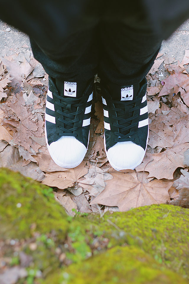 Come creare un look elegante con le adidas Superstar • Guy