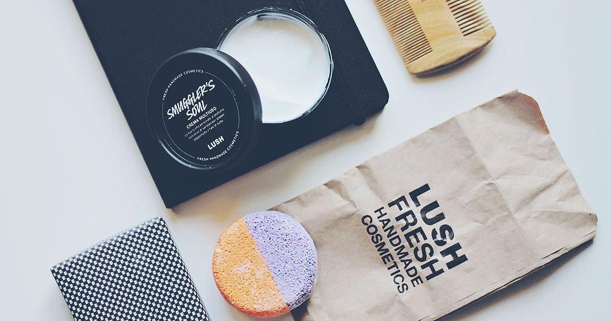 Many innovative proposals make up the limited edition of Lush for Father's Day, with the intriguing and dark inspiration of sandalwood essential oil