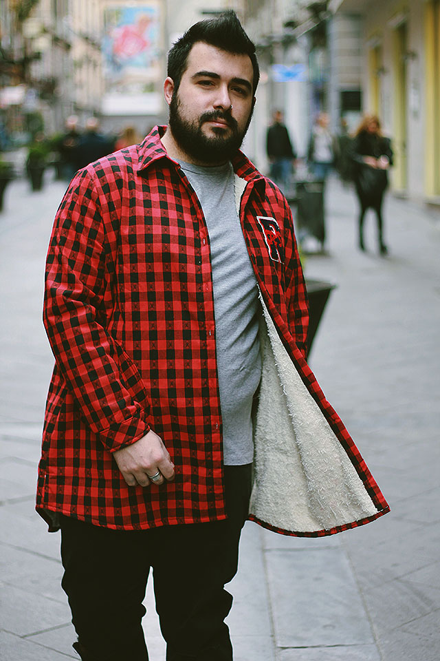 Plus Size Fashion Blogger Uomo Roma, Outfit Wool Sherpa Lined Overshirt Red Plaid