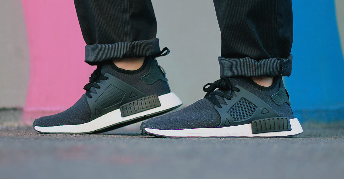 A solid base to create a total black outfit are the sneakers adidas Originals NMD, with the stretched mesh upper that make it really elegant