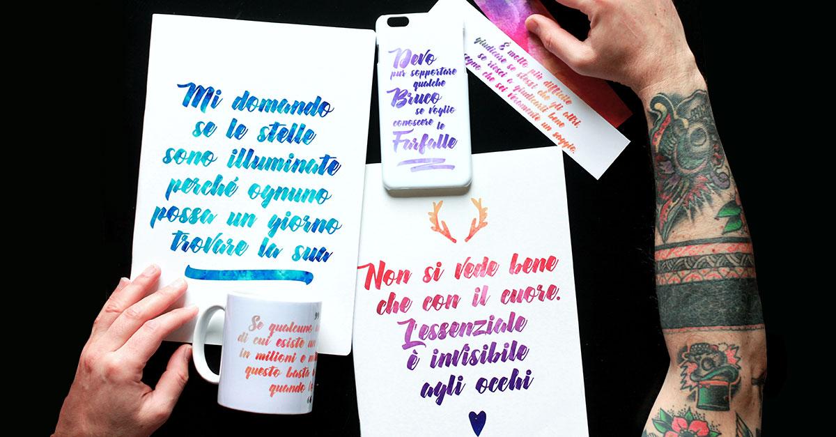 Quaderni, tazze, cover smartphone e segnalibri con citazioni de Il Piccolo Principe sono gli oggetti protagonisti del regalo perfetto per un amico che parte