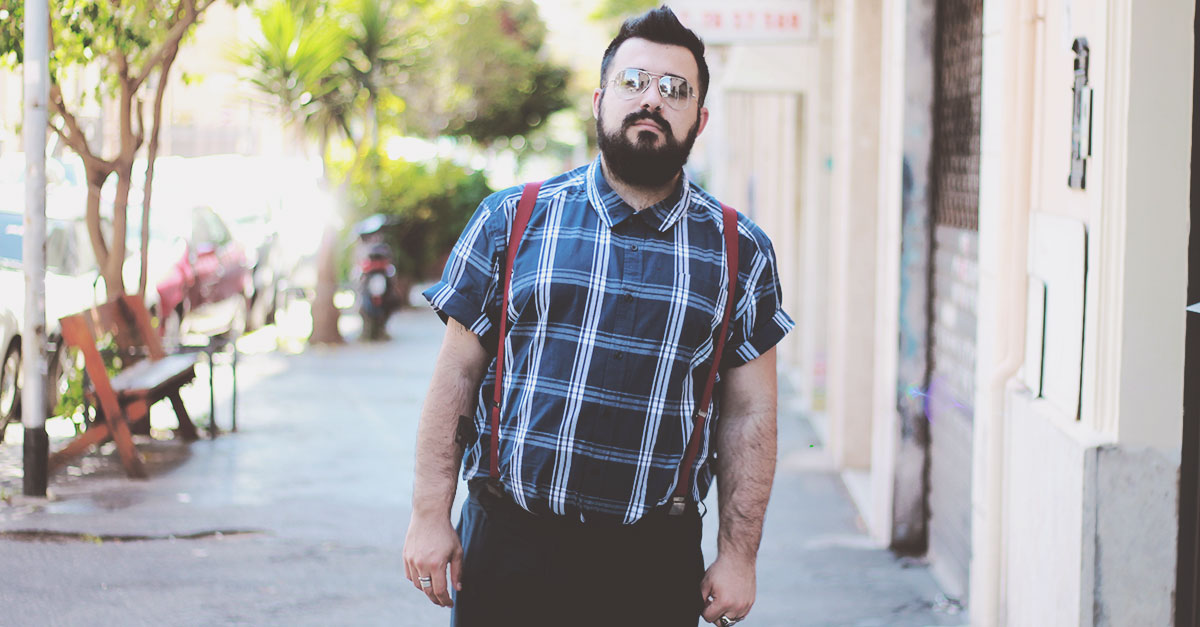 it's time to abandon the associations with bus drivers: menswear has dusted off the short sleeve shirt to consider it again as a classic of our wardrobe