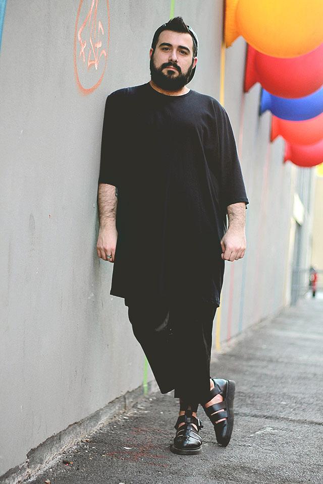 pantaloni capri da uomo, outfit uomo total black, leather capri pants