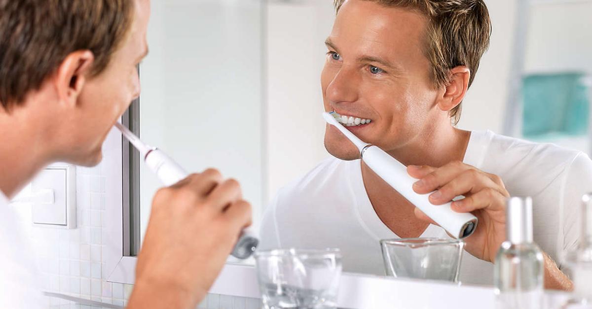 Le vacanze possono essere l'occasione giusta per aggiornare il proprio spazzolino da denti con uno più moderno, come lo spazzolino elettrico sonico Philips