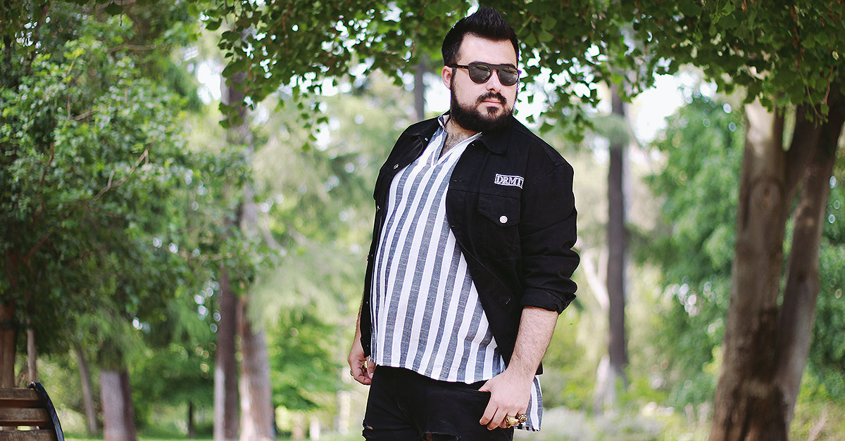 Do not follow the trend of Chemise Breton with blue horizontal stripes: for this summer dares it an underground alternative with black skinny destroyed jeans and leather creepers