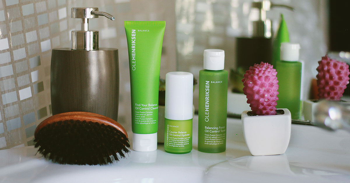 Clean skin is the key to a daily routine and this selection of 3 Ole Henriksen products helps the skin to restore its balance