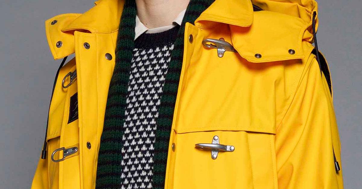 Tra le proposte dei giacconi invernali per uomo di marca spicca Fay con doppiopetto, piumini, impermeabili e l'iconico 4 ganci must have di stagione.