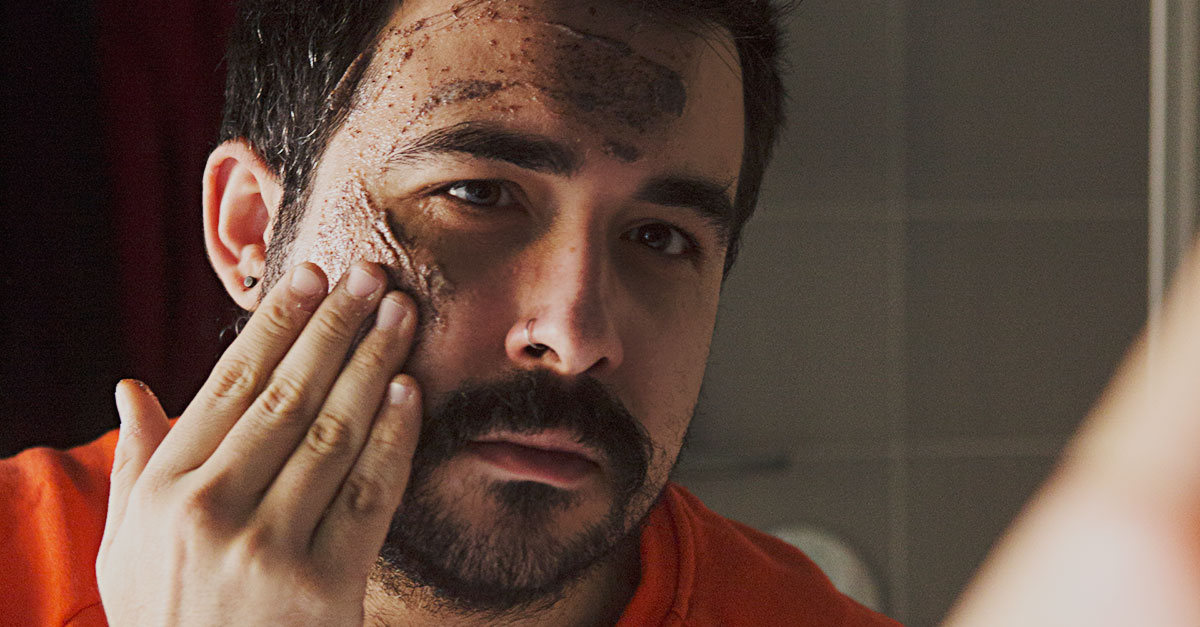 Using a scrub before shaving make the beard and the mustache soften, allowing the blade to cut the hair more easily