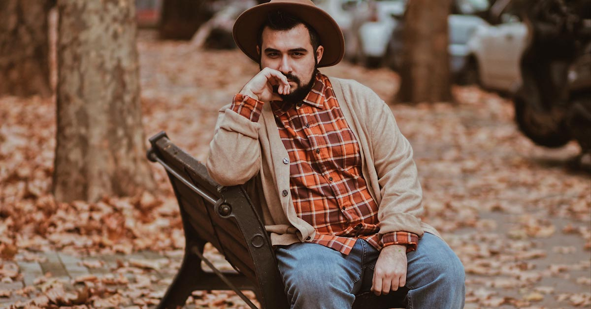 Lumbersexual style is based on some typical garments of casual clothing, such as flannel shirts or jeans, loved for their versatility