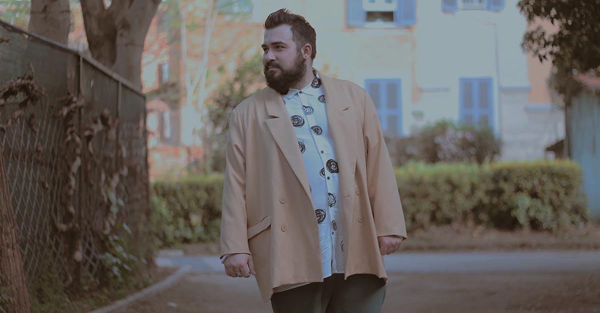 Il blazer è un elemento essenziale del guardaroba maschile, ma oltre a quello tradizionale c'è una nuova tendenza: il blazer oversize