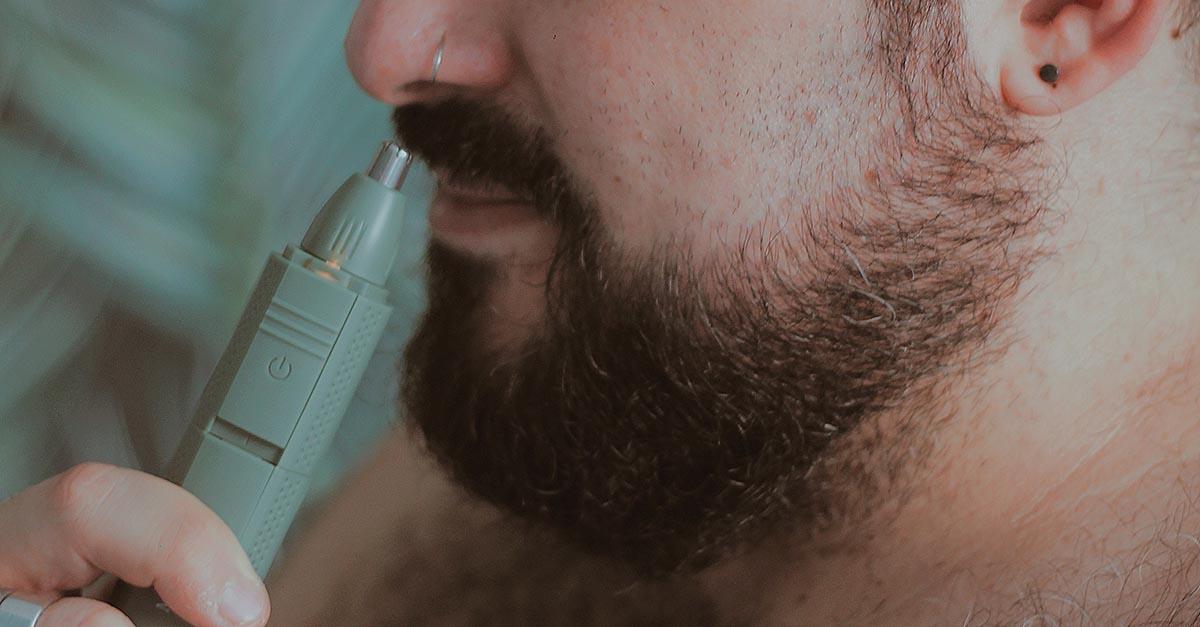 Grazie alla tecnologia oggi è possibile tagliare i peli del naso e delle orecchie con rasoi dalla particolare punta di precisione
