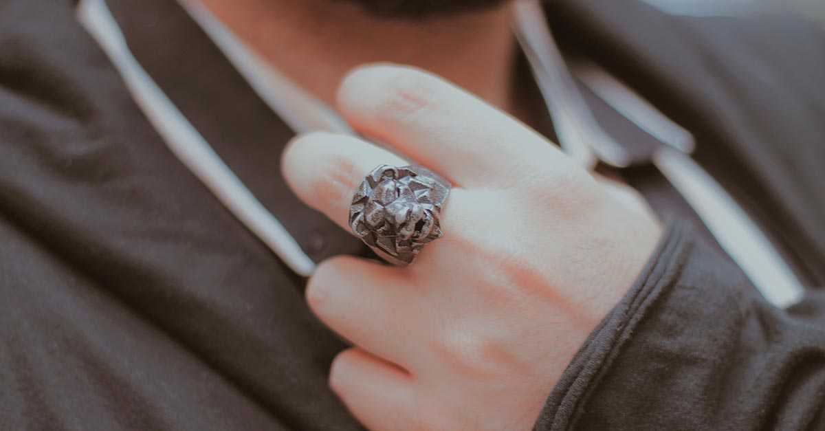 Thanks to their symbolic meaning animal rings became very popular, revealing more about the person who wear them