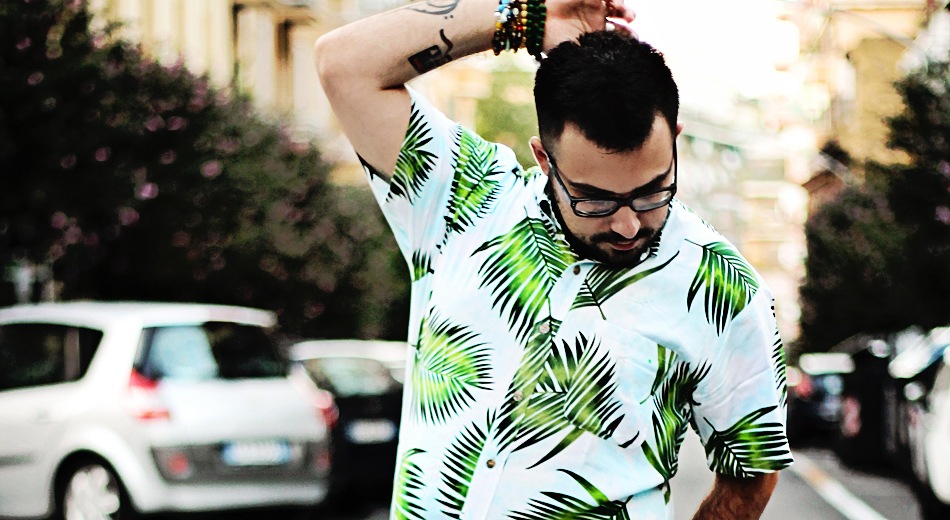 fashion blogger uomo, fashion blogger roma, guy overboard, men fashion, men outfit, fashion blogger outfit, night candy, handsome me, palm shirt, camicia palme, shorts, lucio vanotti, sneakers, thoms nicoll