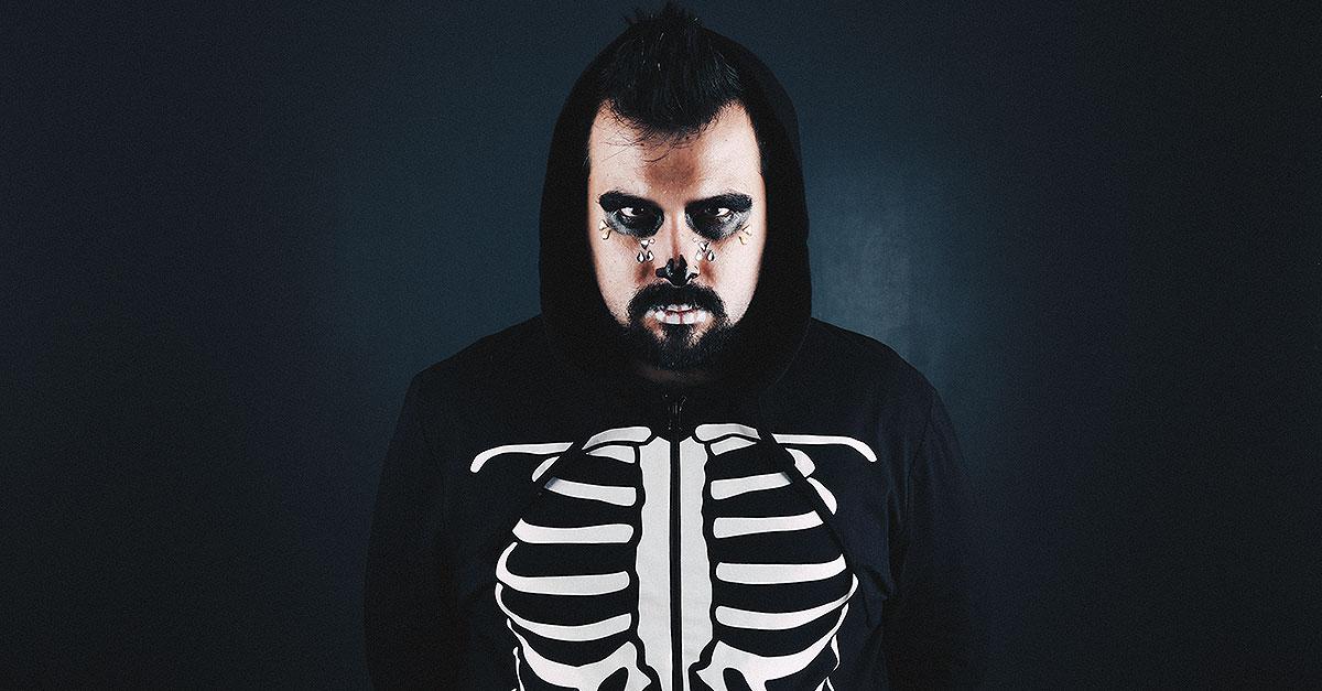 In ritardo per il costume di Halloween? ASOS propone una tuta intera con scheletro fosforescente e un kit make-up per un look spaventoso ma glamour