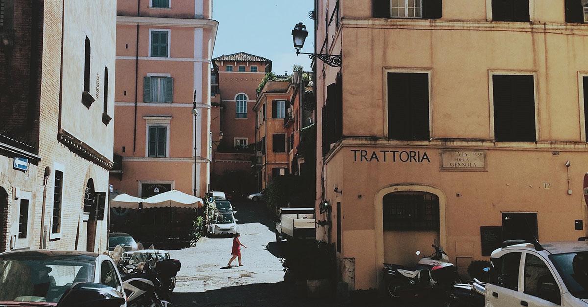 Dalle meraviglie antiche all'arte moderna, Roma offre un'esperienza memorabile con più di duemila anni di monumenti, musei strabilianti, bar e ristoranti