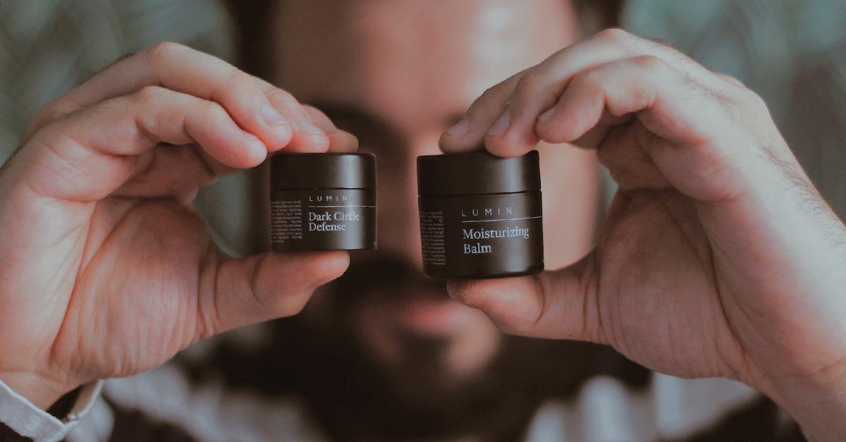 Una skincare routine notturna permette che la pelle assorba in maniera molto più efficace le sostanze nutritive dei prodotti che utilizziamo