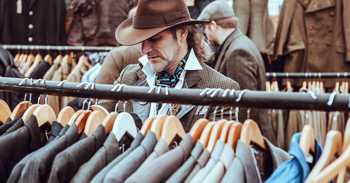 Per i nostalgici dello stile, la moda vintage per uomo può regalare ottimi outfit grazie a una ormai vasta selezione di indumenti